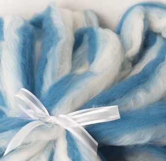 Simple White to Dark Blue Layered Hand Pulled Roving (180428)