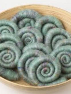 Lovely Green Textured Rolag Set with Sari Silk (Batt 200794)
